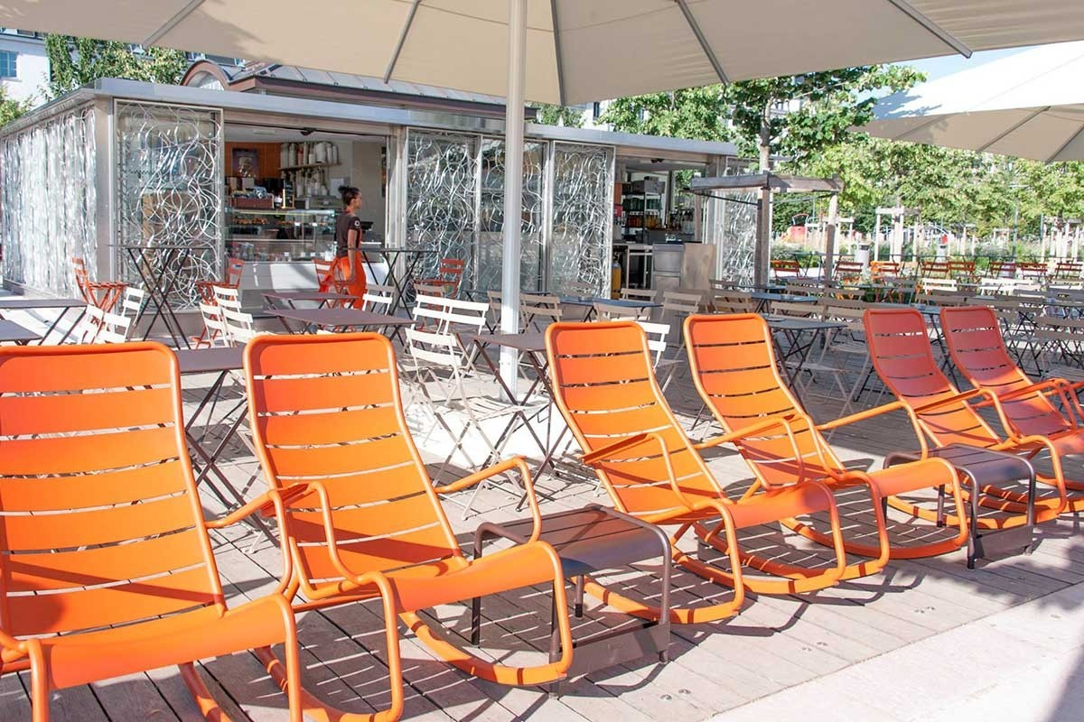 Rocking chairs at 10 fingers in lyon jardin - Rocking chair jardin ...