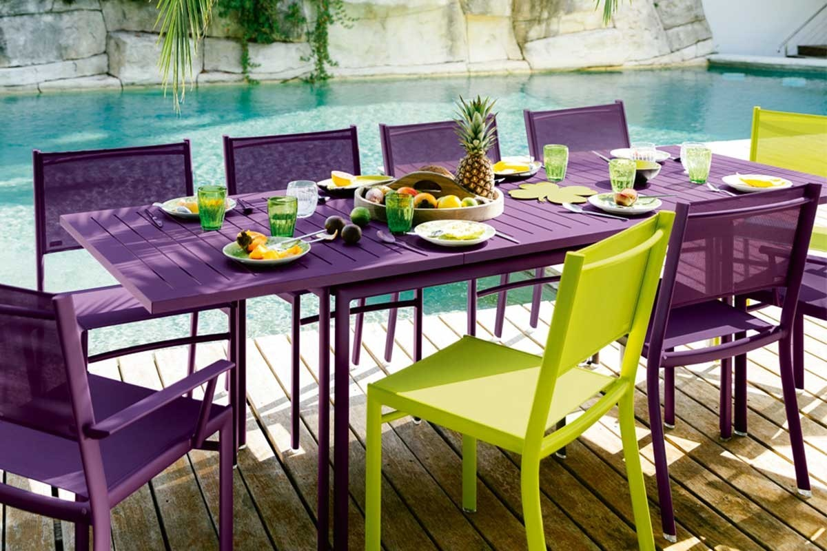 extending outdoor dining table seats 10 jardin. Black Bedroom Furniture Sets. Home Design Ideas