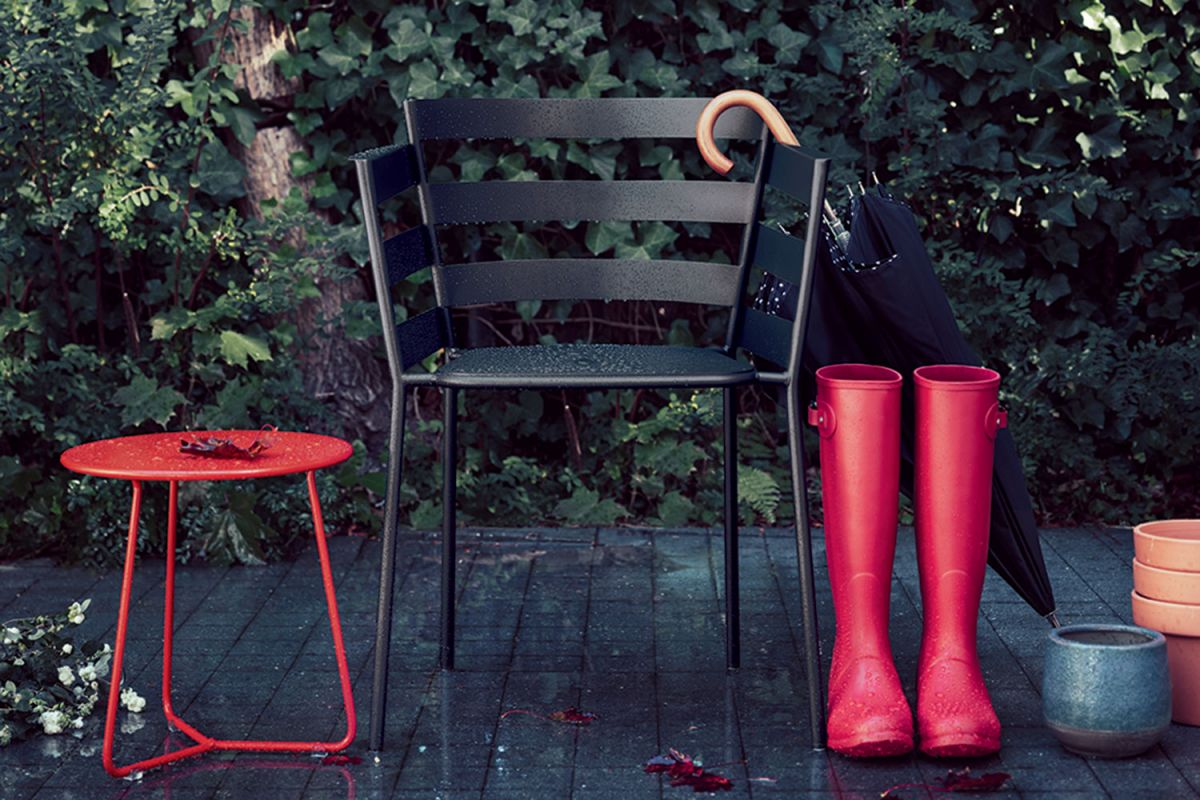 Fermob Rythmic Armchair in Liquorice black colour outside in the rain