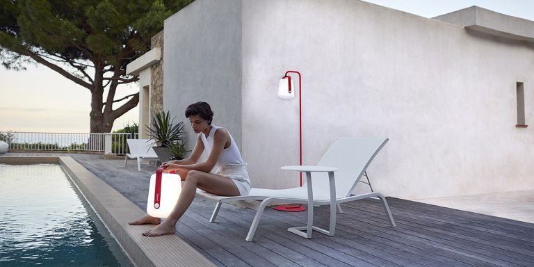 Fermob Alize sunlounger and side table in Cotton White poolside with Pink Praline Balad lamps